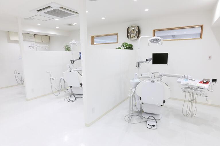 江坂のけいすけ歯科医院では、入れ歯のメンテナンスにも力を入れています